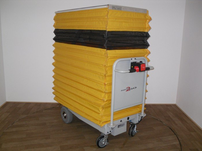 LIFTMATE WITH PROTECTIVE CURTAIN
